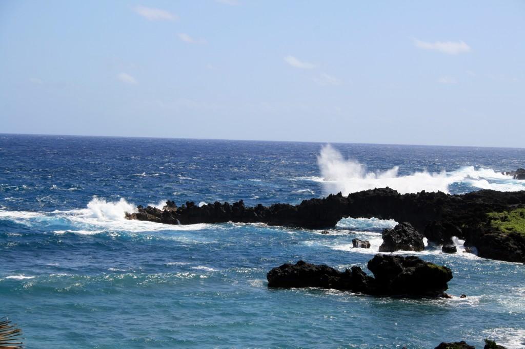 waves_over_lava_rock_wainapanapa2