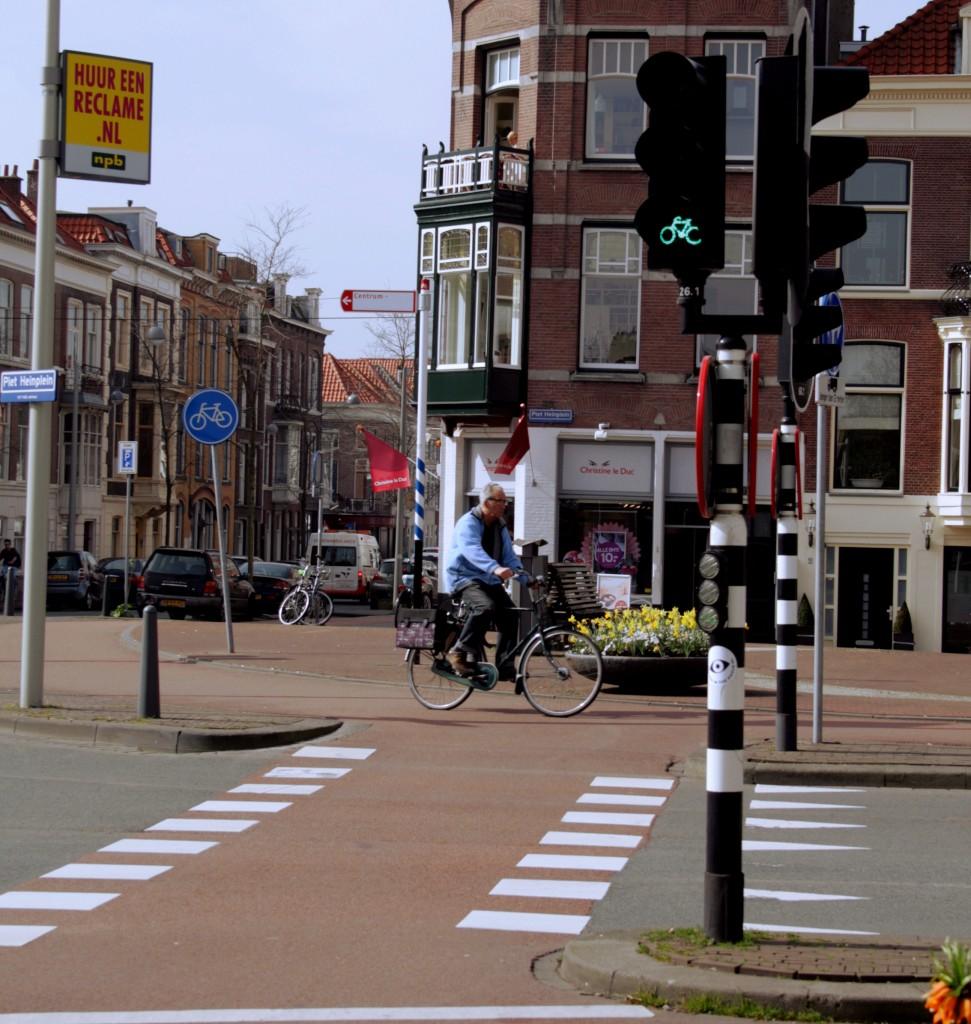 hague_bicyclist