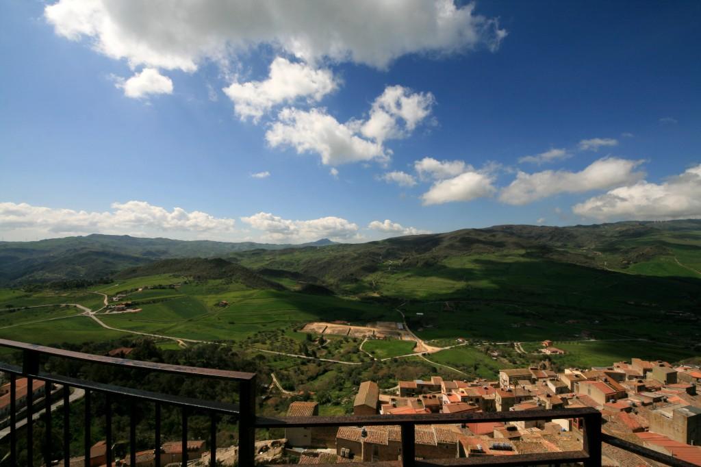 sperlinga-castle-view-2w