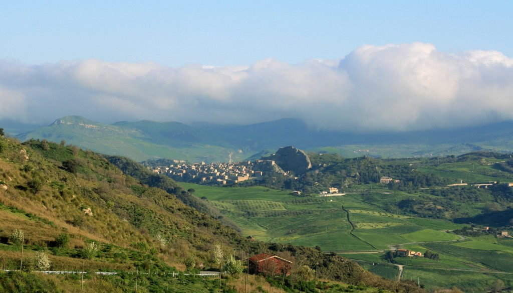 sperlinga-countryside-town-1w