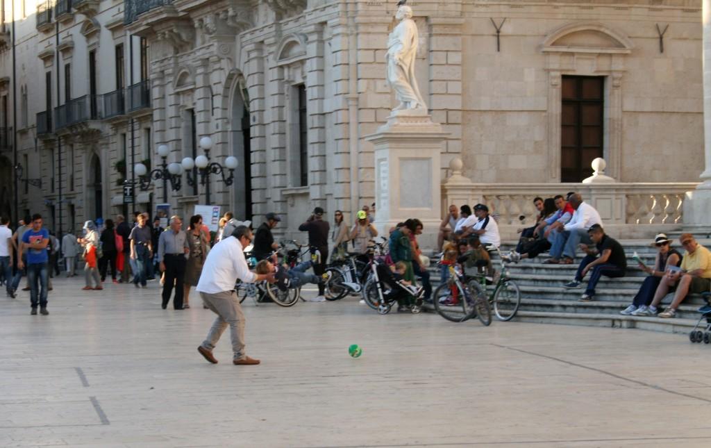 ortigia-piazza-soccer