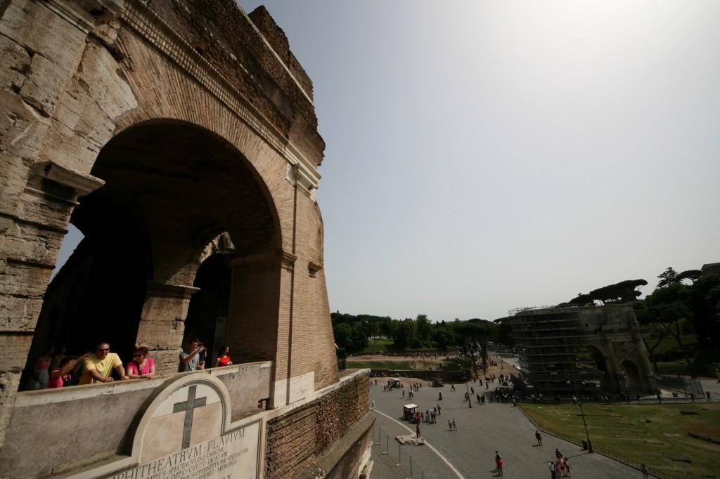 roma-colosseum-exterior-1