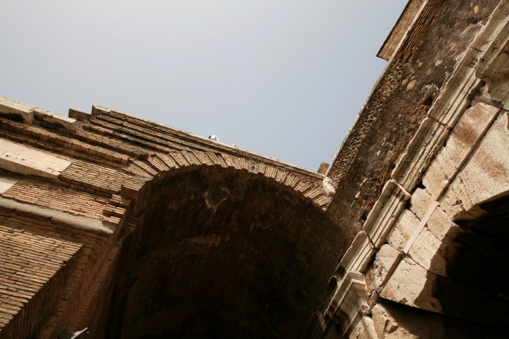 roma-colosseum-exterior-2