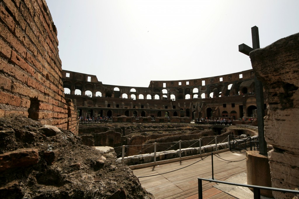 roma-colosseum-interior-2
