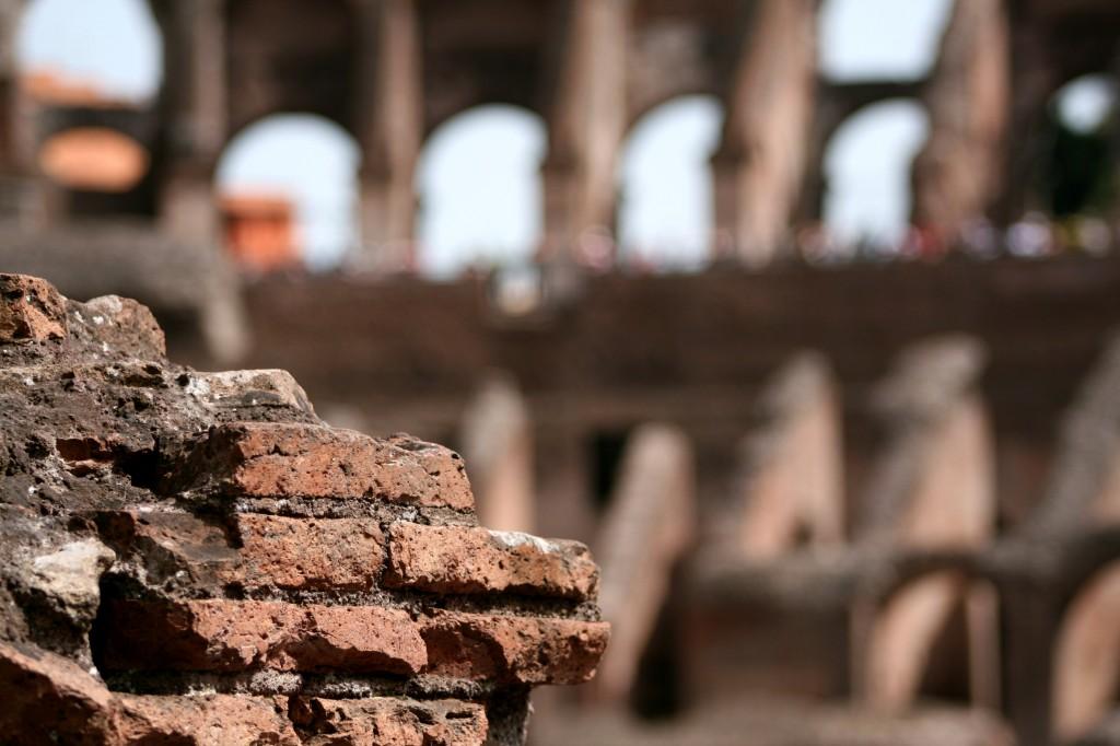 roma-colosseum-interior-5