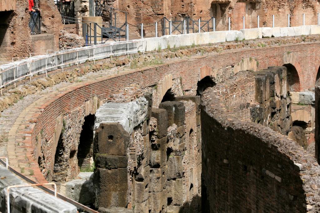 roma-colosseum-interior-hypogeum