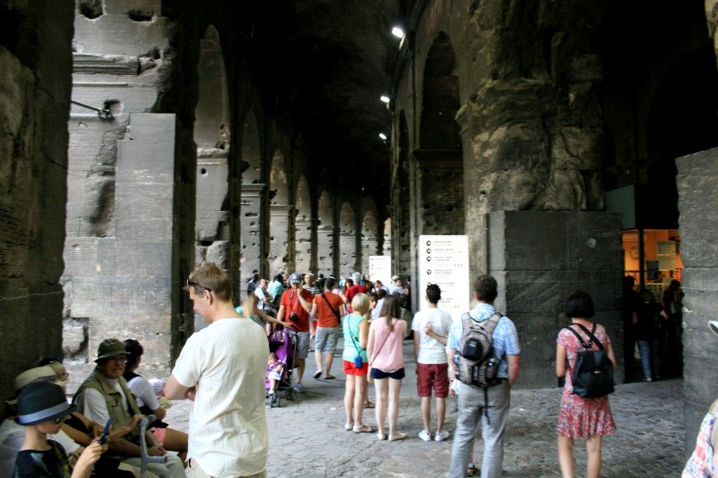 roma-colosseum-interior-tunnels