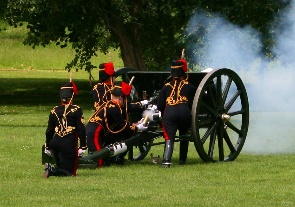 coronation-day-cannon-salue-3