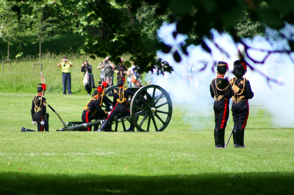 coronation-day-cannon-salute-4