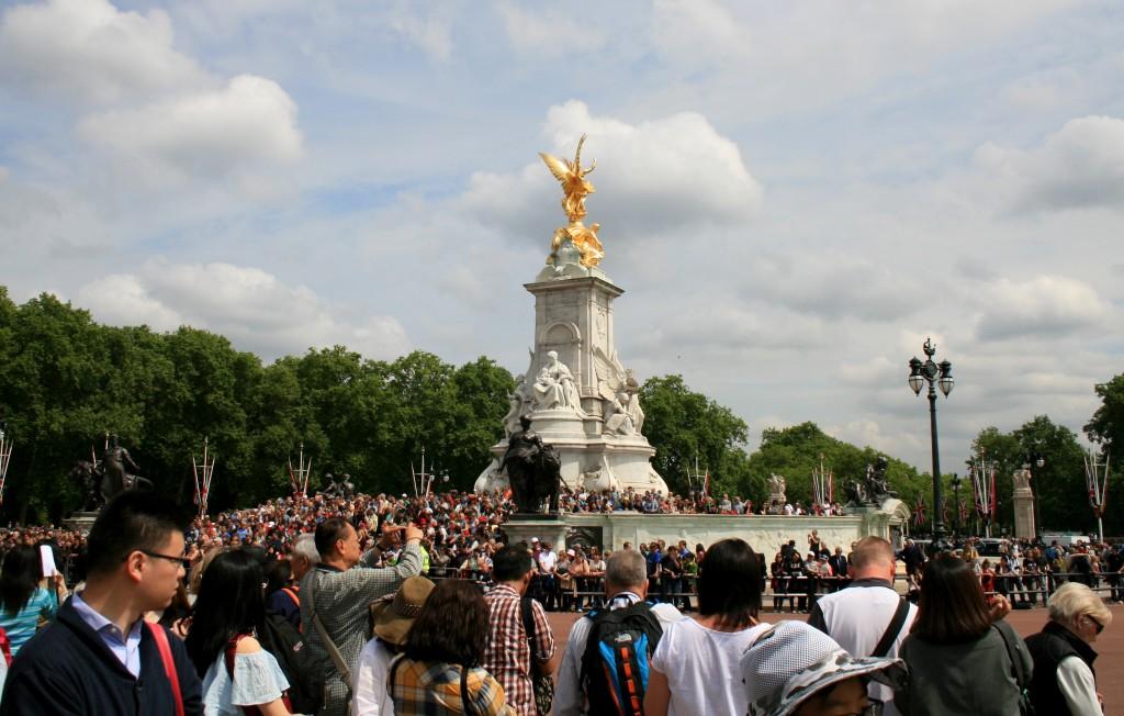 coronation-day-crowd-1