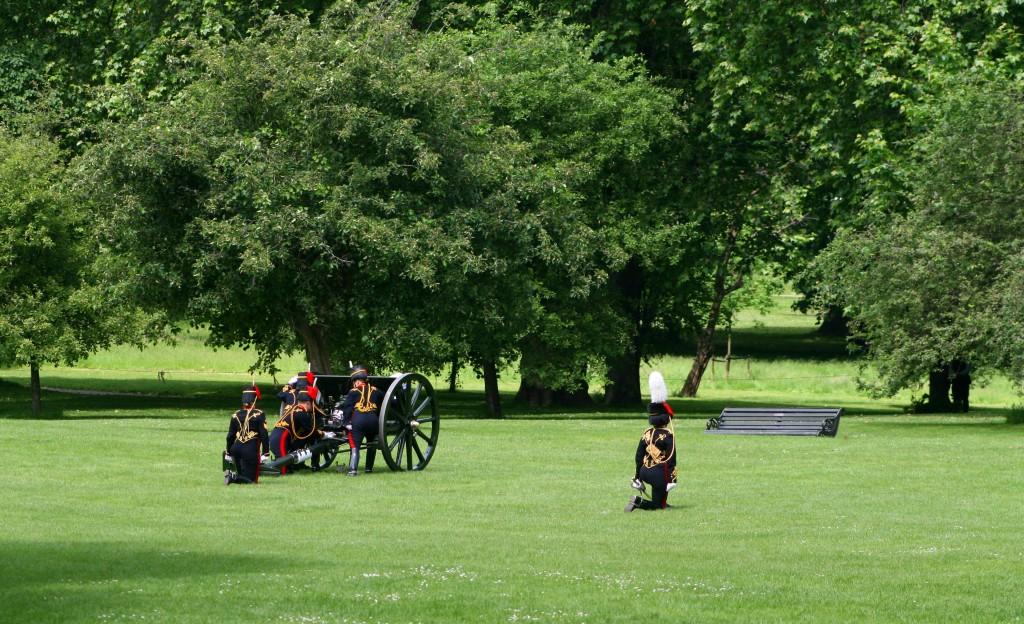 coronation-day-park-bench-gun-fight