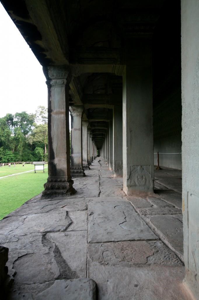 angkor-wat-columns-1