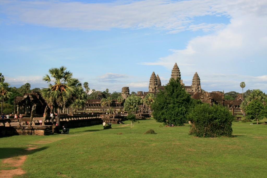 angkor-wat-grounds-1