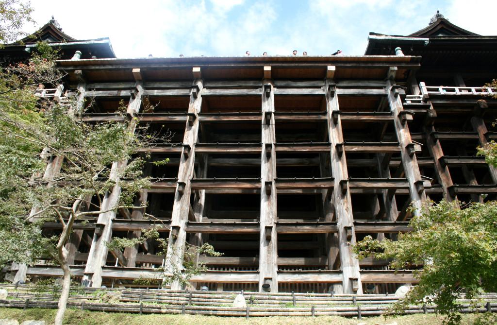 kiyomizu-dera-temple-below-2