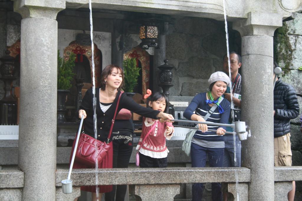 kiyomizu-temple-fountain-1