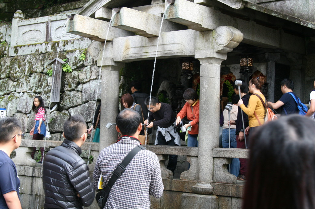 kiyomizu-temple-fountain-2