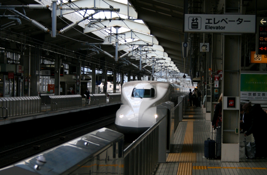 trains-shinkansen-station