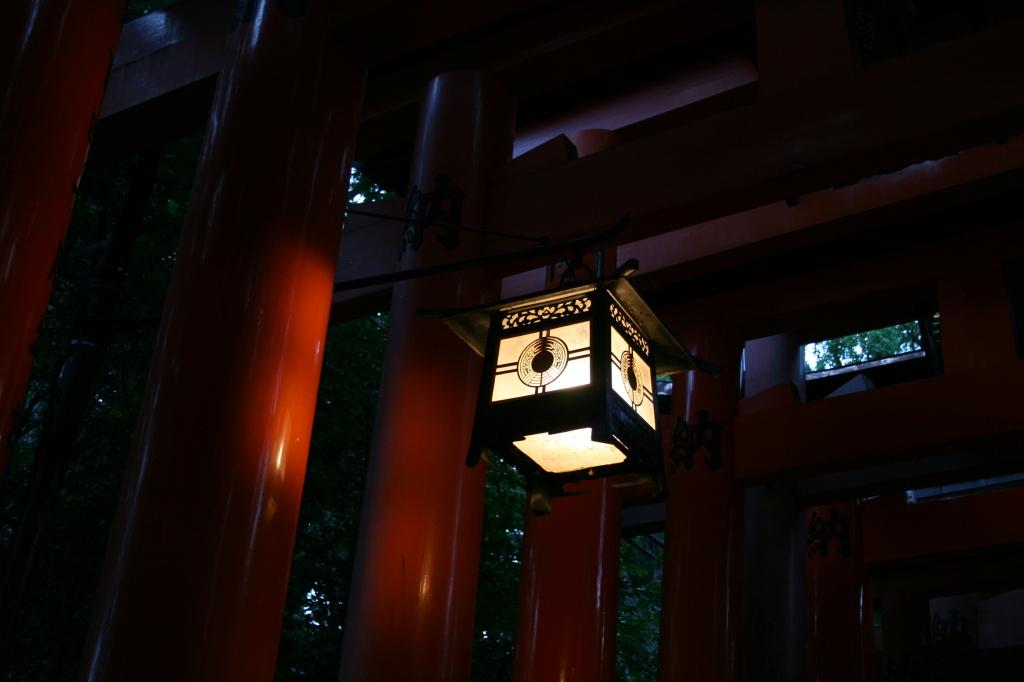 fushimi-inari-gates-lantern