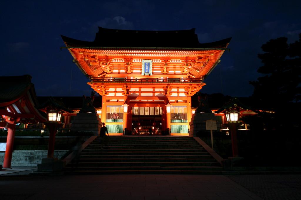fushimi-inari-shinto-gate-wide