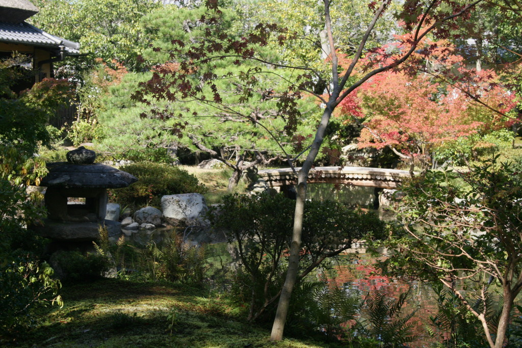 isuien-garden-lantern-pond