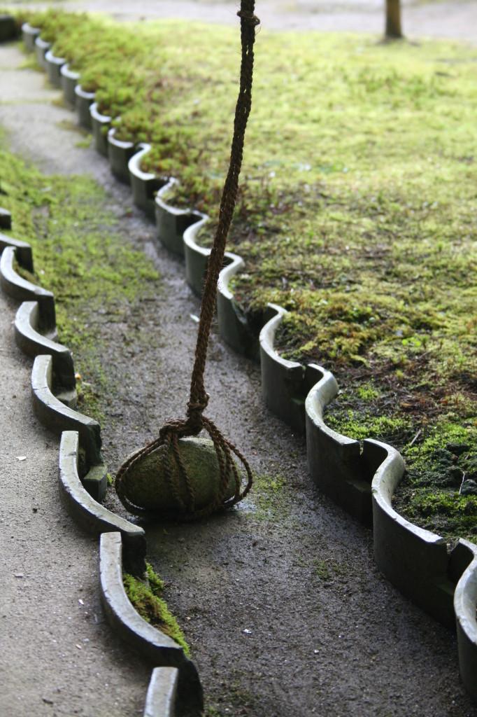isuien-garden-rain-rock