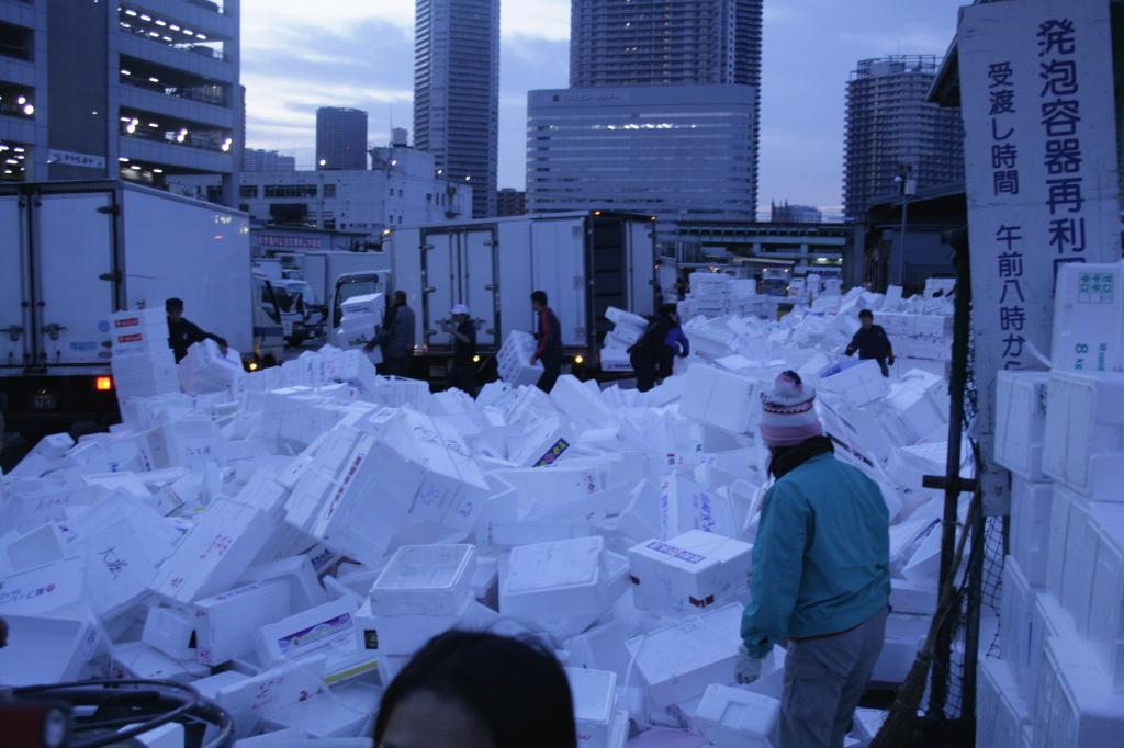 tsukiji-fish-market-processing-5